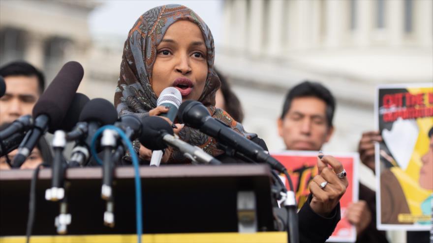 La congresista musulmana de EE.UU. Ilhan Omar habla en una rueda de prensa en Washington (capital), 7 de febrero de 2019. (Foto: AFP)
