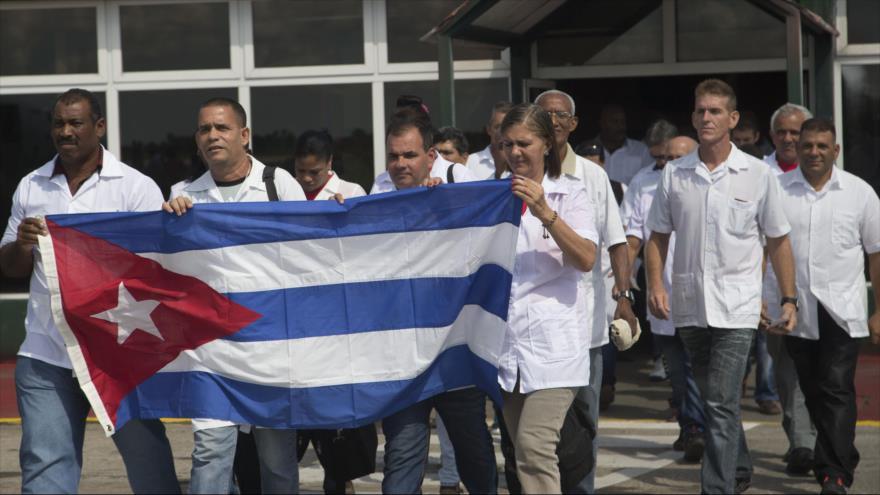 Un grupo de médicos cubanos en una misión en Haíti.