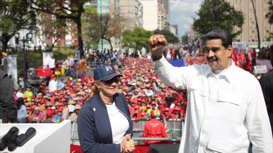 El presidente de Venezuela, Nicolás Maduro, (R) durante un mitin en el Palacio Presidencial de Miraflores en Caracas, 9 de marzo de 2019.