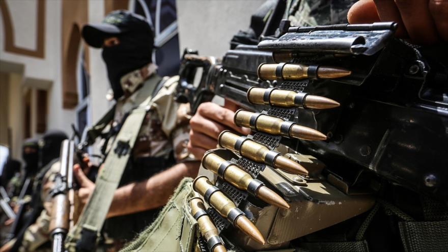 Miembros de un grupo armado en Siria se preparan para un ataque.
