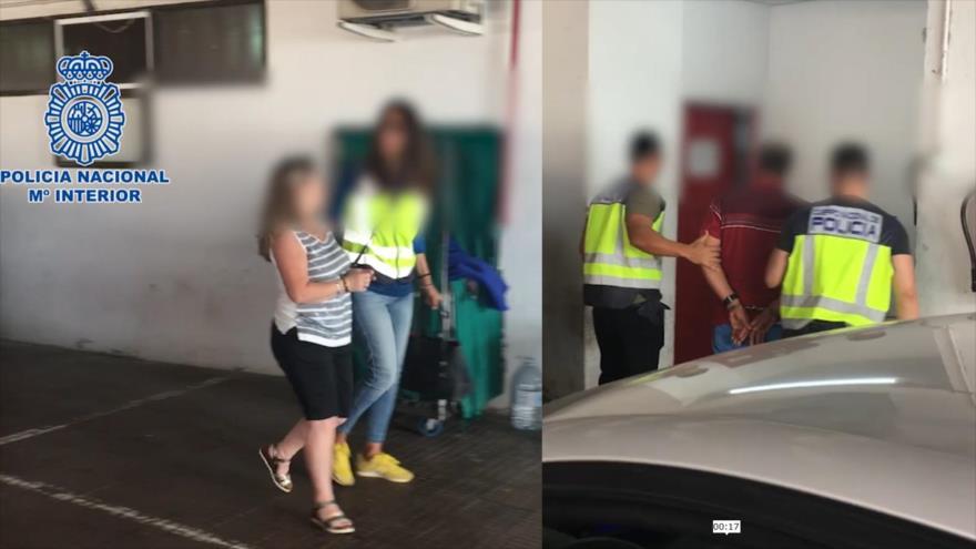 La Policía Nacional española detiene a una pareja acusada por estrangular y quemar a un indigente en la Playa del Inglés, 19 de marzo de 2019.