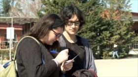 Estudiantes de la UAB votan sobre la monarquía en España