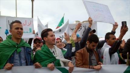 Partido gobernante de Argelia apoya protestas contra Buteflika
