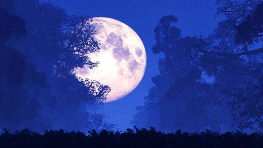 """La llamada """"luna de gusano"""" aparece con el equinoccio de primavera."""