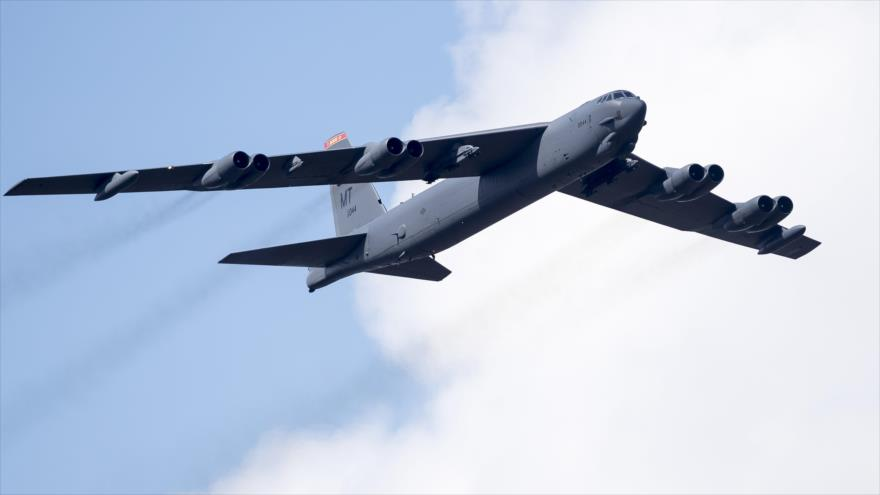 Vídeo: Cazas Su-27 alejan a bombardero de EEUU de frontera rusa | HISPANTV