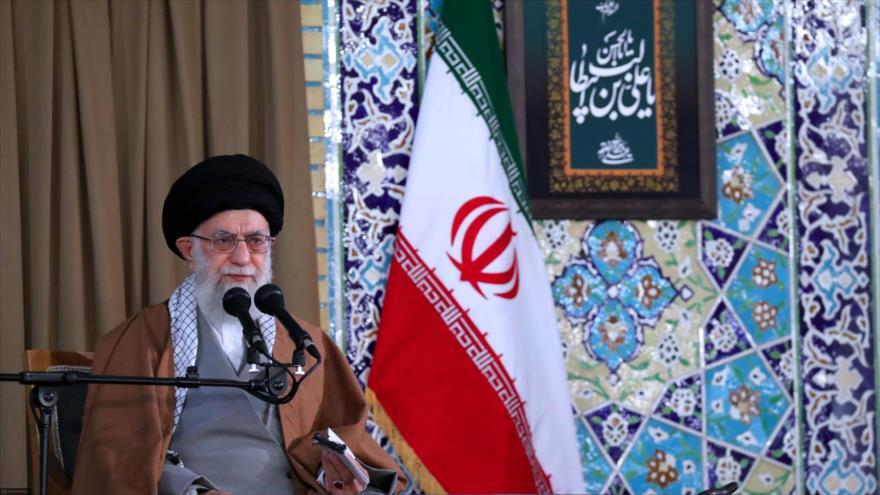 El Líder de Irán, el ayatolá Seyed Ali Jamenei, ofrece un discurso por el Año Nuevo en la ciudad de Mashad, 21 de marzo de 2019. (Foto: khamenei.ir)