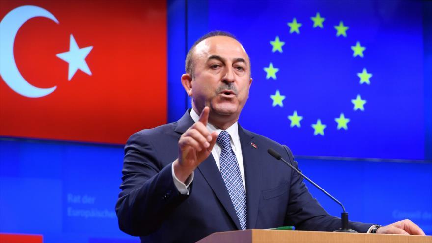 El canciller turco, Mevlut Cavusoglu, habla en una rueda de prensa en Bruselas, 15 de marzo de 2019. (Foto: AFP)