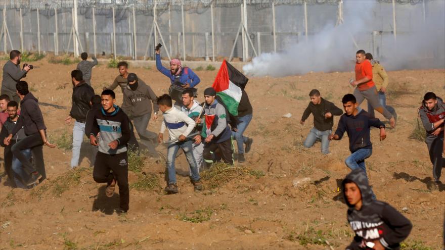 Choques entre fuerzas israelíes y manifestantes palestinos en la Franja de Gaza, 22 de marzo de 2019. (Foto: AFP)