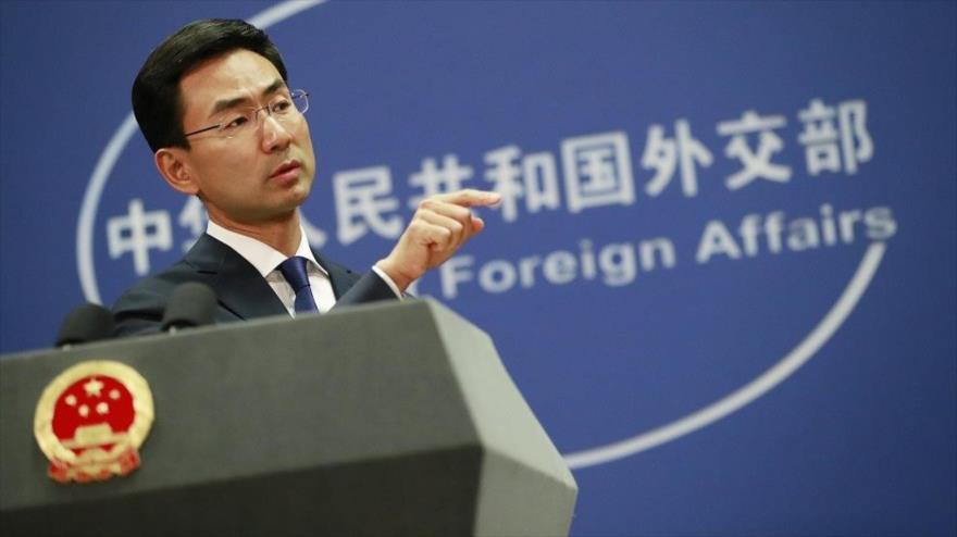 El portavoz de la Cancillería de China, Geng Shuang, en una rueda de prensa ofrecida en Pekín.