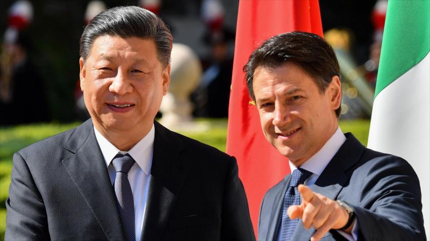 El presidente de China, Xi Jinping (izda.), se reúne con el primer ministro de Italia, Giuseppe Conte, Roma. 23 de marzo de 2019. (Foto: AFP)