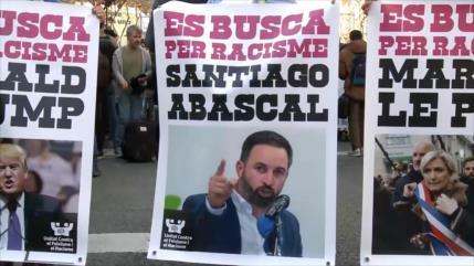 Miles de personas se manifiestan en Barcelona en contra de Vox