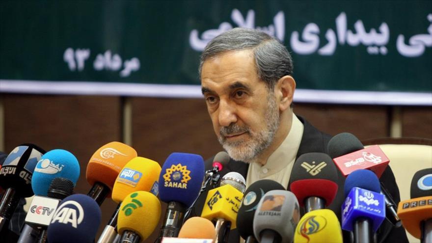 El secretario general de la Asamblea Mundial del Despertar Islámico, Ali Akbar Velayati, en una rueda de prensa.
