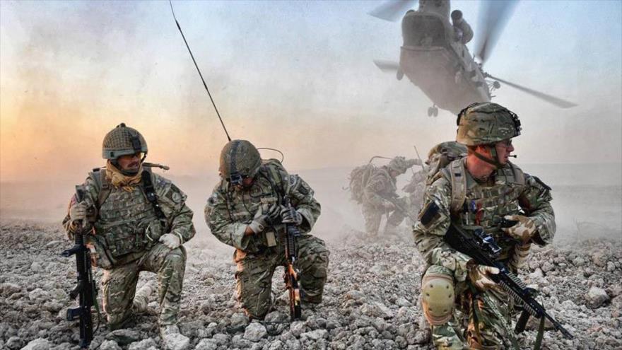Militares británicos participan en una operación en Afganistán.