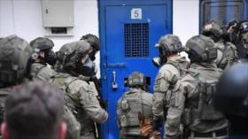 15 presos palestinos, heridos en ataque de guardianes israelíes