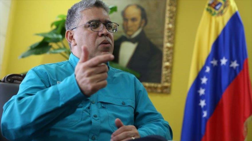 El dirigente del gobernante Partido Socialista Unido de Venezuela (PSUV), Elías Jaua, da un discurso en Caracas.