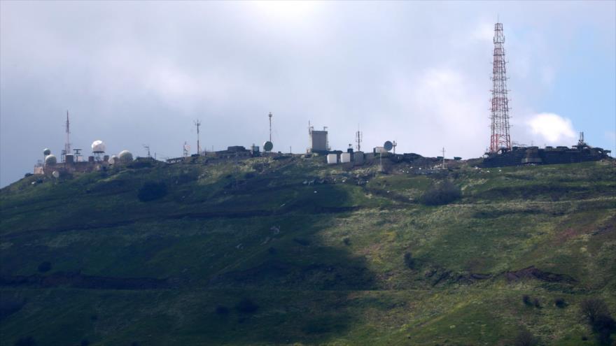 Un puesto militar del régimen israelí en los altos del Golán en la provincia siria de Al-Quneitra, suroeste, 26 de marzo de 2019. (Foto: AFP)