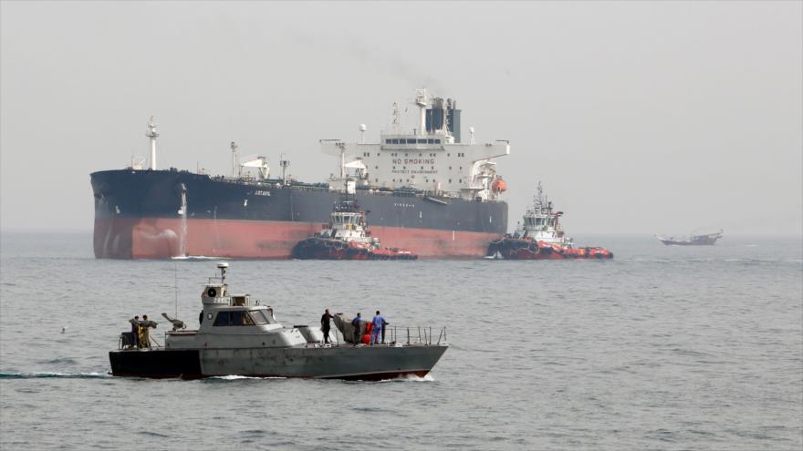 Irán ofrece ayuda a un petrolero extranjero en el Golfo Pérsico | HISPANTV