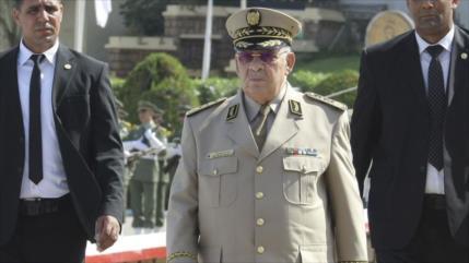 Jefe del Ejército argelino exige dimisión de Buteflika