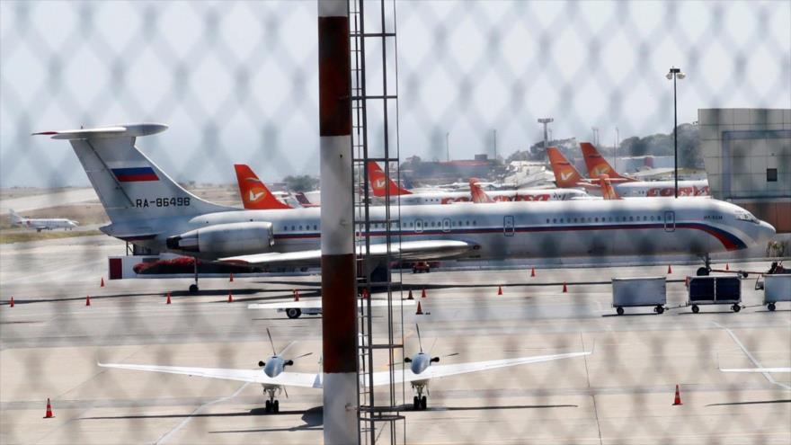 Un avión con la bandera rusa en el Aeropuerto Internacional Simón Bolívar cerca de Caracas, Venezuela.