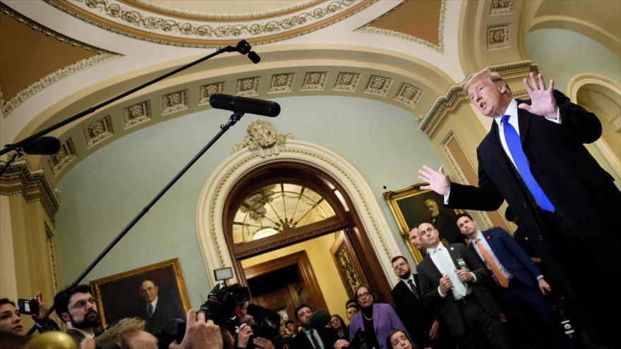 El presidente de EE.UU., Donald Trump, da una rueda de prensa antes de su reunión con los senadores republicanos en el Capitolio, 26 de marzo de 2019. (Foto: AFP)