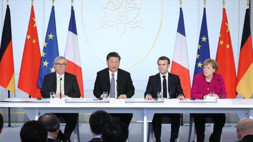 De izda. a derecha, el presidente de la Comisión Europea, el presidente de China, el presidente de Francia y la canciller alemana, en París. (Foto: Xinhua)