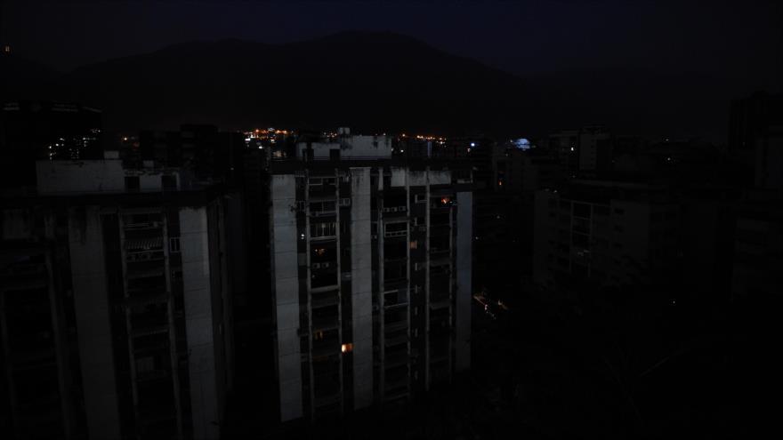 Calles oscuras por apagón eléctrico en Caracas, capital de Venezuela, 26 de marzo de 2019. (Foto: AFP)