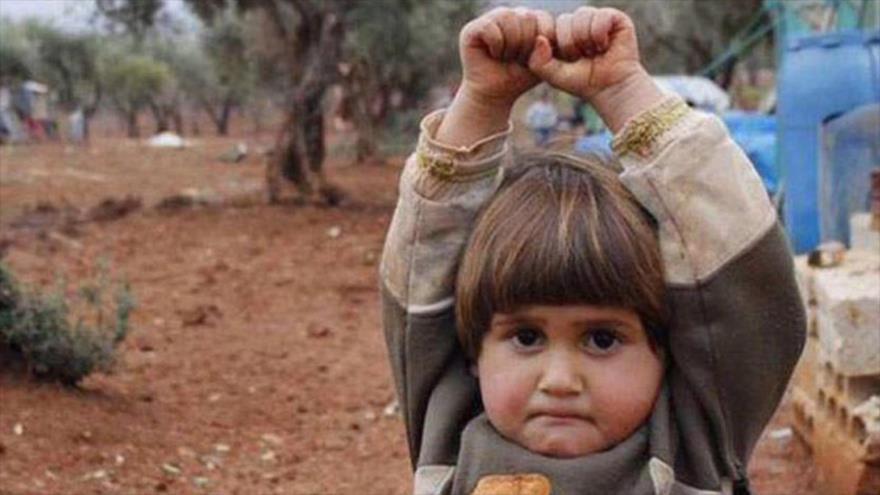 Fotos que sacuden al mundo: La Chica Inocente y el Fotógrafo