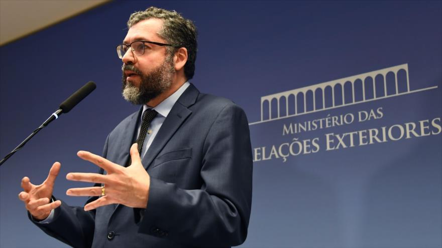 El canciller de Brasil, Ernesto Araújo, en conferencia de prensa en Brasilia, 20 de marzo de 2019. (Fuente: AFP)
