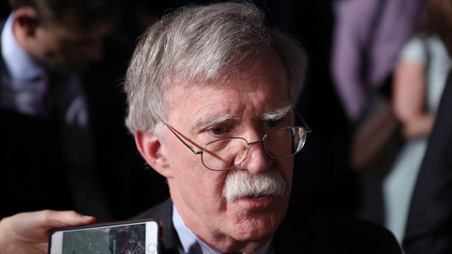 El asesor de Seguridad Nacional estadounidense, John Bolton, habla ante los periodistas, 18 de febrero de 2019. (Foto: AFP)