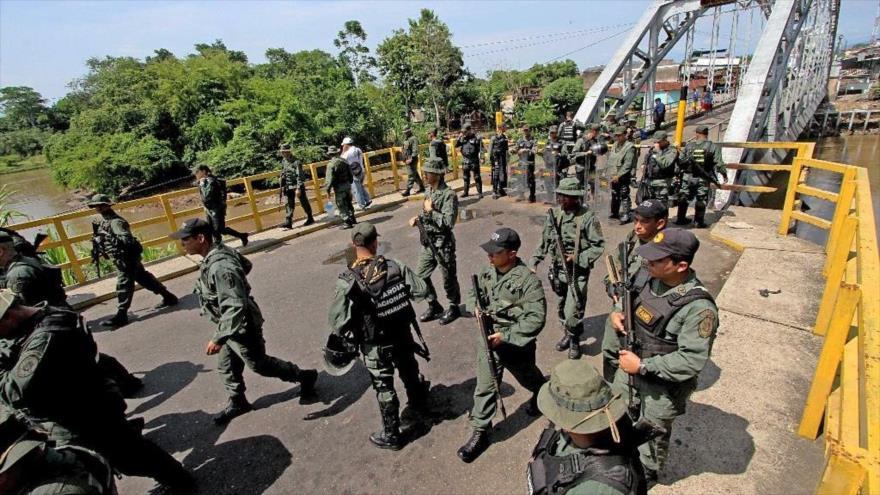Miembros de la Guardía Nacional Bolivariana de Venezuela desplegados en la frontera con Colombia.