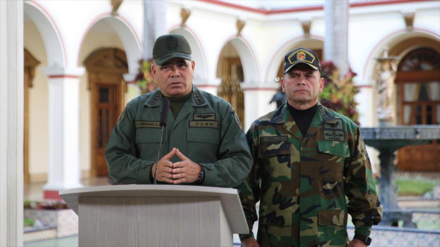 El ministro de Defensa de Venezuela, Vladimir Padrino López (izda.), en el Palacio de Miraflores, Caracas, 10 de marzo de 2019. (Fuente: AFP)