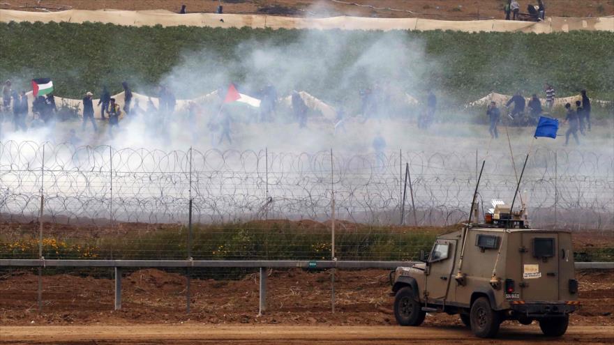 Vehículo militar israelí cerca de la valla entre Gaza y los territorios ocupados, en medio de protesta de palestinos, 30 de marzo de 2019. (Foto: AFP)