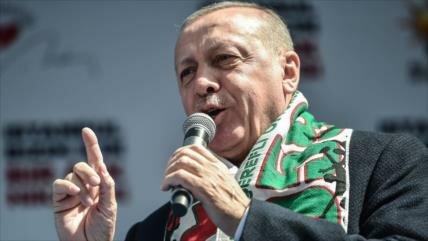 """Erdogan insiste en resolver el """"problema"""" de Siria en el campo"""
