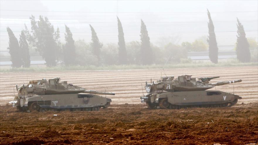 Los tanques israelíes desplegados cerca de la valle de la Franja de Gaza y los territorios palestinos ocupados, 30 de marzo de 2019. (Foto: AFP)