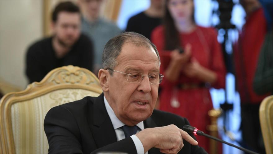 El ministro de Exteriores de Rusia, Serguéi Lavrov, en una reunión con el enviado de Algeria en Moscú, 19 de marzo de 2019. (Foto: AFP)