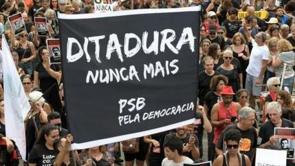 Brasileños rechazan apología de Bolsonaro a la dictadura militar