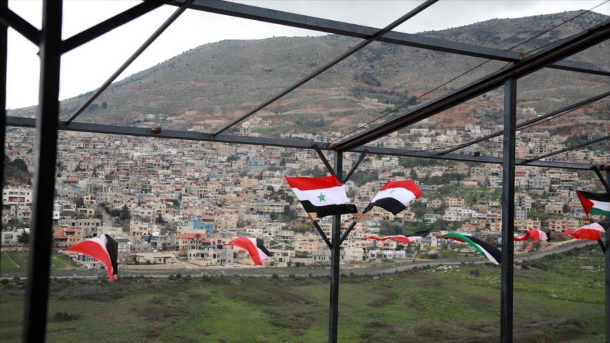 Una fotografía tomada desde Ain al-Tineh (Siria) muestra la ciudad de Majdal Shams, en los ocupados altos del Golán, 26 de marzo de 2019. (Foto: AFP)