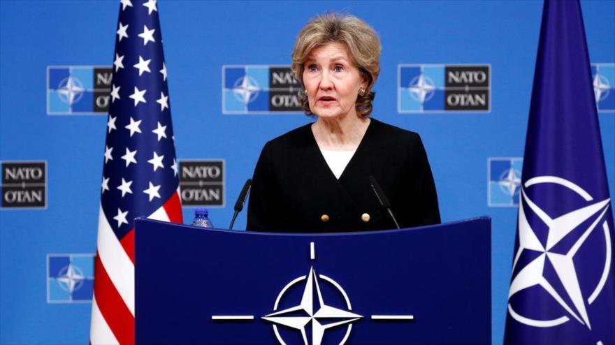 La embajadora de EE.UU. ante la OTAN, Kay Bailey Hutchison, en una rueda de prensa en la sede del organismo, Bruselas (Bélgica), 2 de octubre de 2018. (Foto: Reuters)