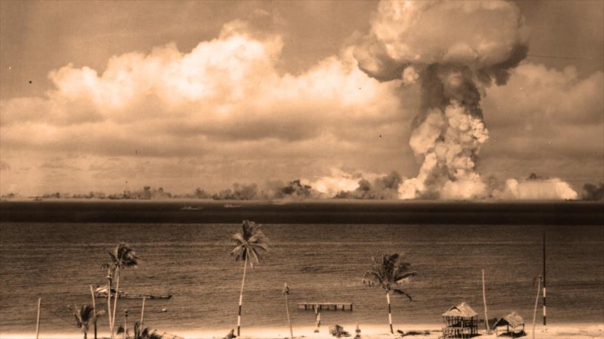 EE.UU. detonó su bomba de hidrógeno en el atolón Bikini, 2 de febrero de 1950.