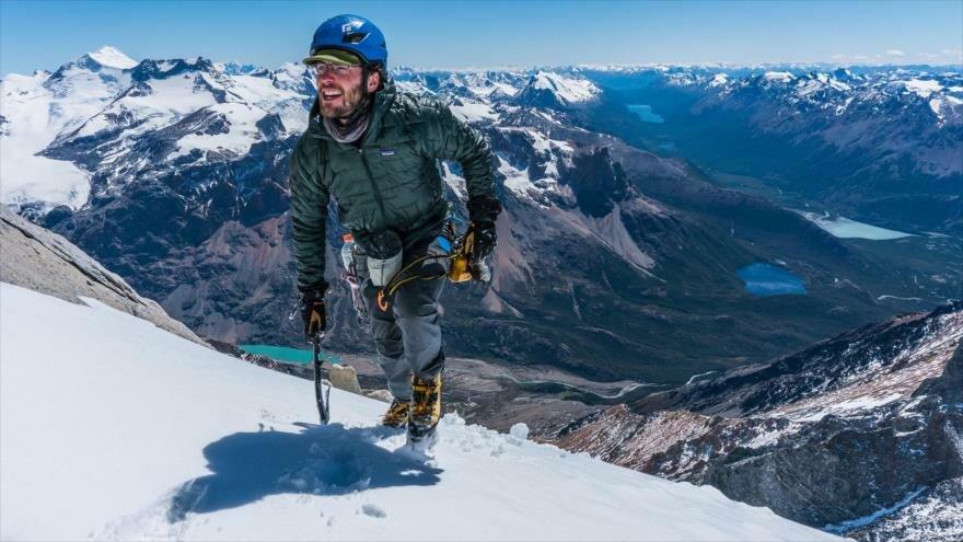 Una alpinista escala una pared de 1500 metros en tan solo 6 horas