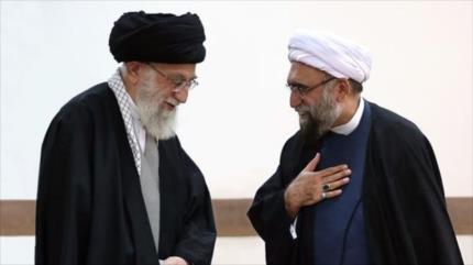 Líder designa nuevo administrador fiduciario de Astan Quds Razavi