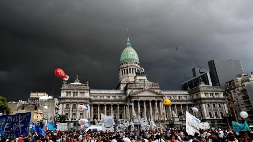 Miles de argentinos marchan contra políticas económicas de Macri | HISPANTV