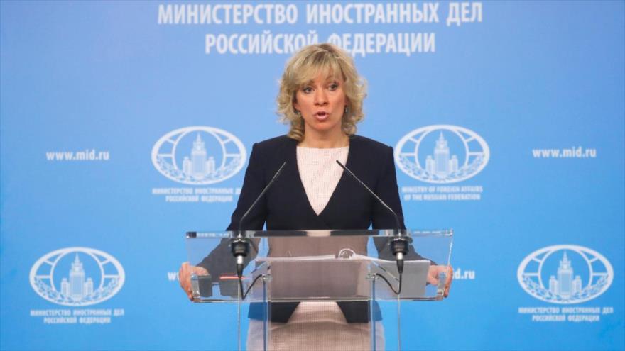 María Zajarova, portavoz del Ministerio de Asuntos Exteriores de Rusia, comparece ante la prensa en Moscú.
