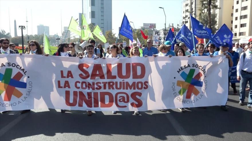 Chilenos rechazan proyecto que privatiza salud pública