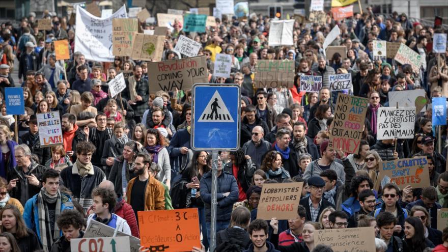 Suizos vuelven a protestar contra el cambio climático | HISPANTV