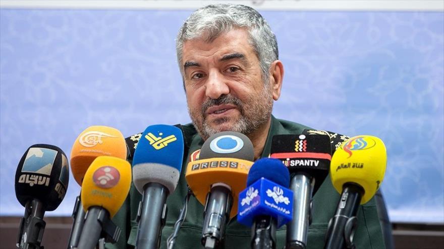 El comandante en jefe del Cuerpo de Guardianes de la Revolución Islámica de Irán, el general de división Mohamad Ali Yafari, en una rueda de prensa.