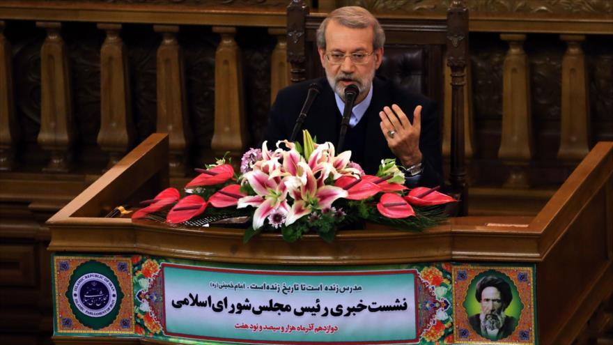 El presidente del Parlamento de Irán, Ali Lariyani, ofrece una rueda de prensa, 3 de diciembre de 2018. (Foto: AFP)