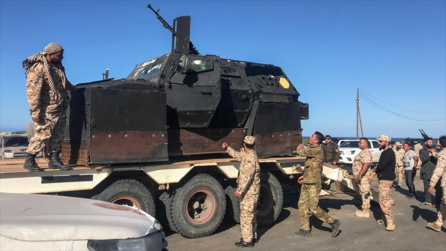 Fuerzas leales al Gobierno de Acuerdo Nacional (GAN) de Libia llegan a Tajura, Trípoli (capital), 6 de abril de 2019. (Foto: AFP)