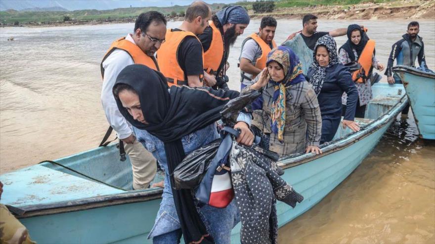 Los equipos de rescate ayudan a los afectados por las inundaciones en la provincia iraní de Lorestan, 7 de abril de 2019. (Foto: IRNA)