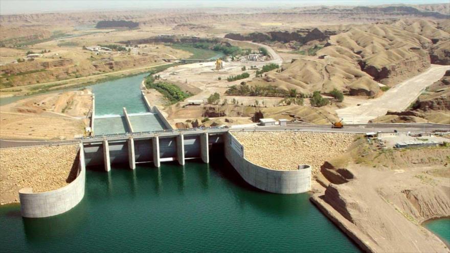 La presa de Karje, uno de los embalses terrestres más grandes del mundo y el más grande de Irán y Oriente Medio, provincia suroccidental de Juzestán.